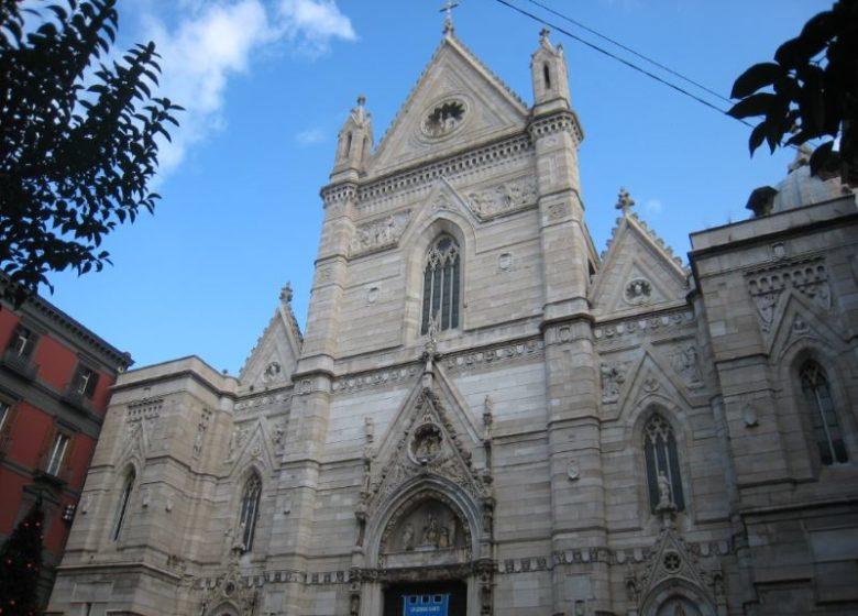 Dove andare a Napoli per vedere posti belli e famosi Duomo di Napoli