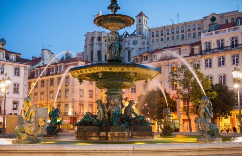 Cosa vedere a Lisbona in 2 giorni Piazza del Rossio