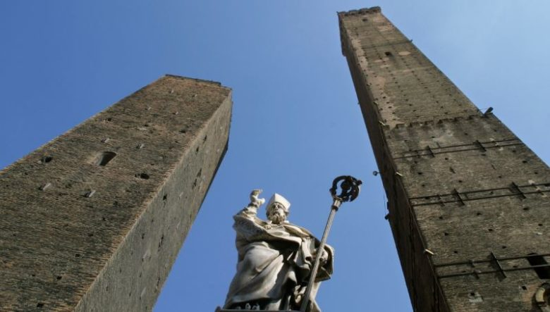 Posti belli da vedere a Bologna assolutamente Torre degli Asinelli